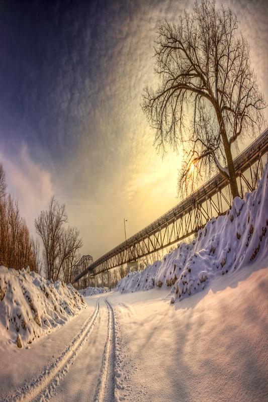 Snowy path that leads under the Bellevue Bridge that connects Nebraska with Iowa.