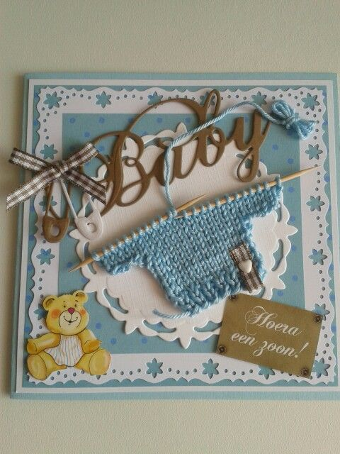 Babykaart met blauwtruitje.
