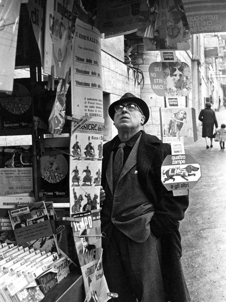 Cesare Zavattini (Luzzara, 20 settembre 1902 – Roma, 13 ottobre 1989), sceneggiatore, giornalista, commediografo, scrittore e poeta italiano.