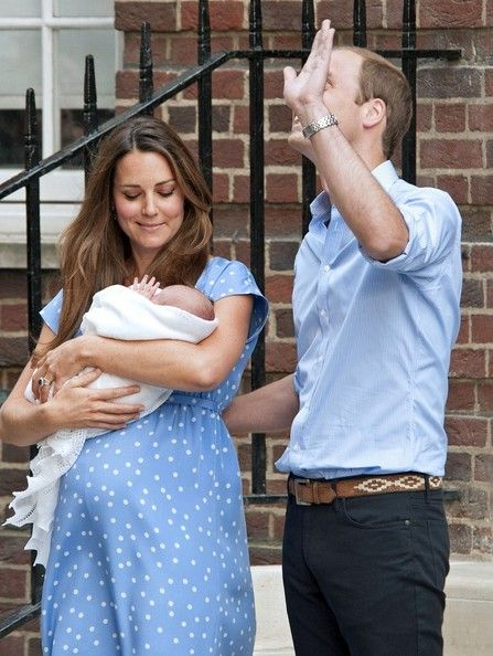 Kate Middleton - Kate Middleton and Prince William Show Off Their Baby