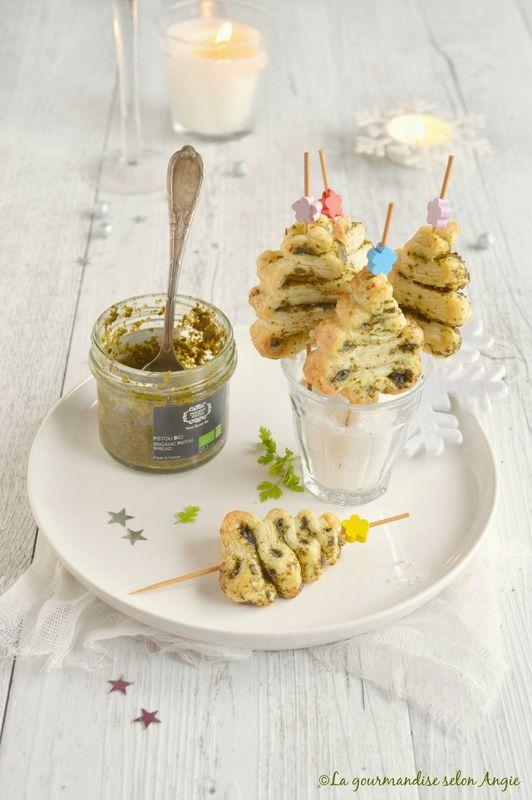 Sapin express feuilletés noël {Pour une douzaine de sapins} - 1 pâte feuilletée (vegan pour moi) - du pesto au basilic (ou tout autre sauce, pesto...)