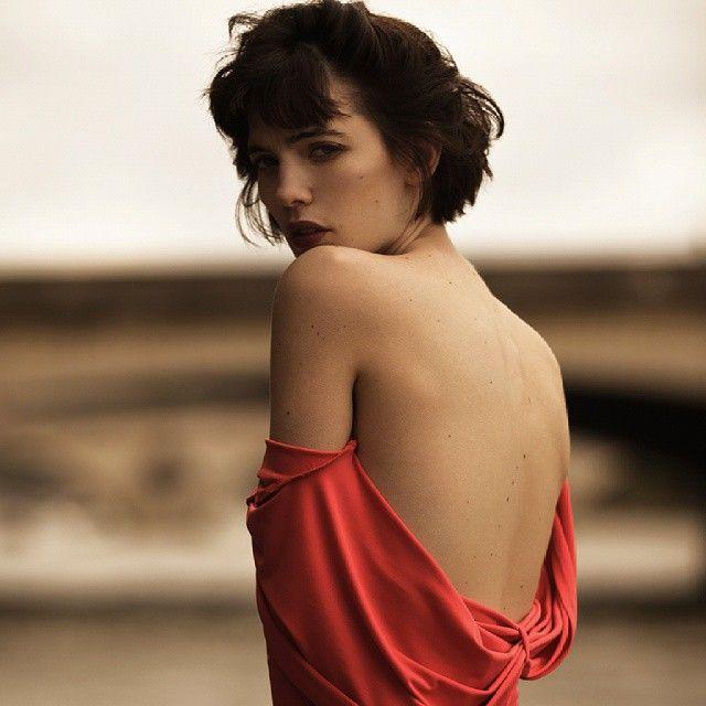 Jazzmine Berger, La Seine nostalgique @ohnojazz @monikakandefer #paris #parisienne #parisian #woman #girl #brunette #model #models #work #shooting #fashion #photo #photooftheday #red #dress #love #look #amazing #beautiful #body #mood #sebastiancviq #tbt