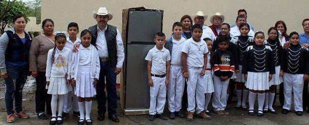 José Ríos, un alcalde comprometido con la educación de San Fernando - http://www.esnoticiaveracruz.com/jose-rios-un-alcalde-comprometido-con-la-educacion-de-san-fernando/