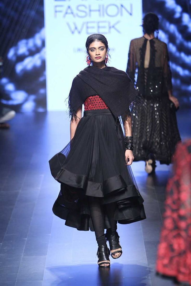 Scarlet Bindi - South Asian Fashion and Travel Blog by Neha Oberoi: Lakme Fashion Week Winter/Festive 2016: Tarun Tahiliani