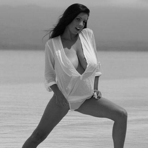 Ewa Sonnet - seaside shirt pose 1