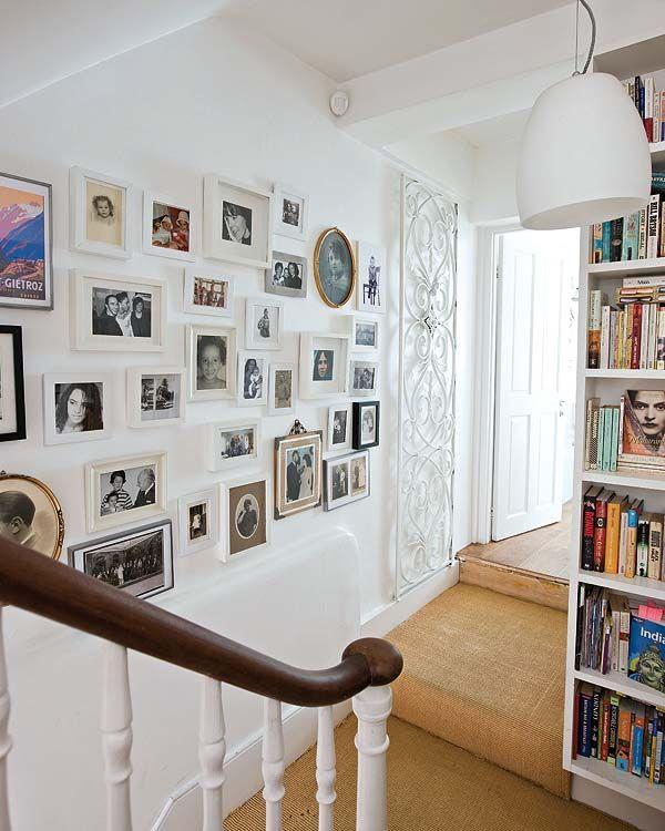 Mais uma vez a parede com os quadros dessa vez em porta retratos...