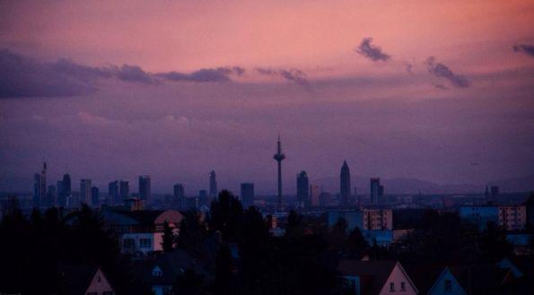 Die Skyline aus der Ferne erblicken. Selbst aus der Wetterau kannst Du sehen, ob Frankfurt noch da ist. | 35 Dinge, die Du vermisst, wenn Du aus Frankfurt am Main wegziehst