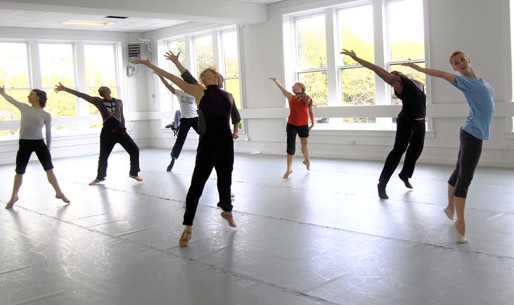 Stuck on what to teach in contemporary class? Here are a few tips.