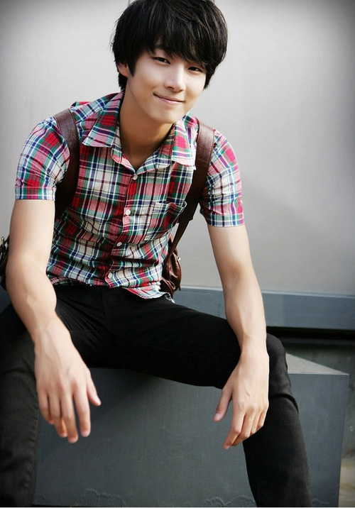 He's gonna make me fall for him with that smile of his! yoon shi yoon