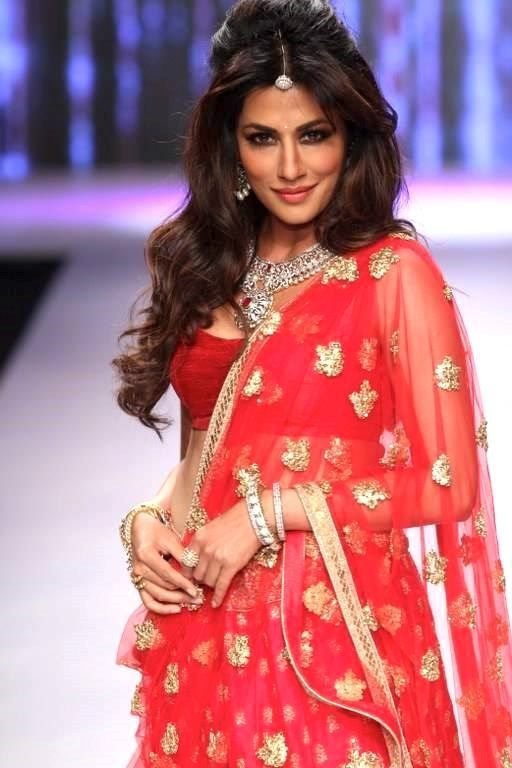 Bollywood actress chitrangada singh in classic wedding jewelry design.