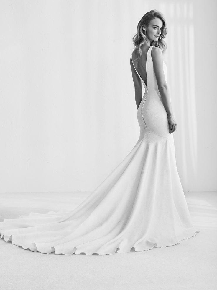 Raim: Elegant dress with deep V back- Pronovias | Pronovias