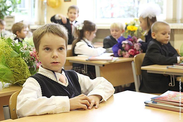 Детская фотосессия дня знаний в одной из столичных школ. © Фотограф Владимир Горбунов: услуги фотографа, детская фотосессия, детская фотосъемка, фото выпускного, фото в детском саду,  детский портрет, фото детей в школе www.vgphoto.ru