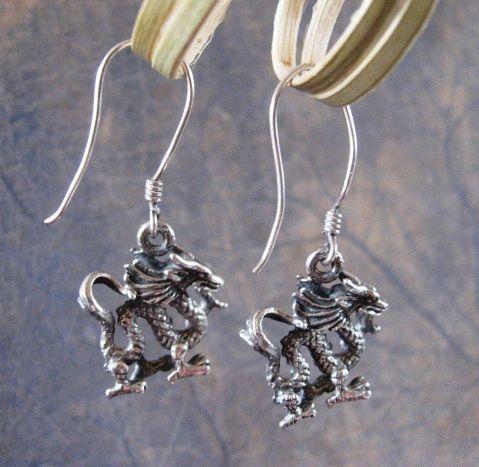 Online veilinghuis Catawiki: Vintage zilveren zeer gedetailleerde draken oorbellen