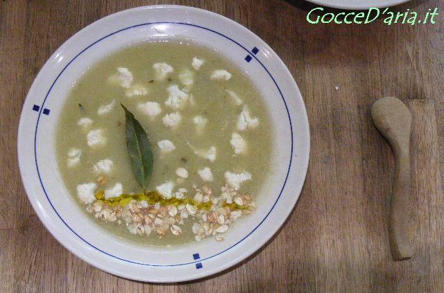 zuppa di gambi di cavolfiore con avena