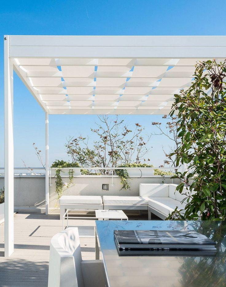 Freestanding aluminium pergola with built-in lights TRESS by Frigerio Tende da Sole @frigerioliving