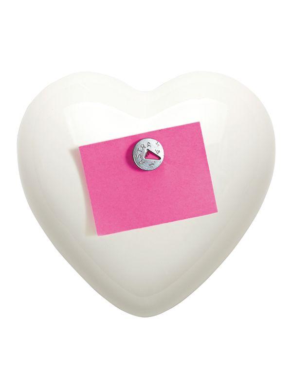 Cuore Post-It Creativando | Coquelicot Design Cuore in ceramica, realizzato a mano in Italia. All'interno della confezione si trova un blocchetto di fogli su cui scrivere il proprio messaggio, da appuntare al cuore grazie a un magnete.  Concept: Renzo Schiratti.