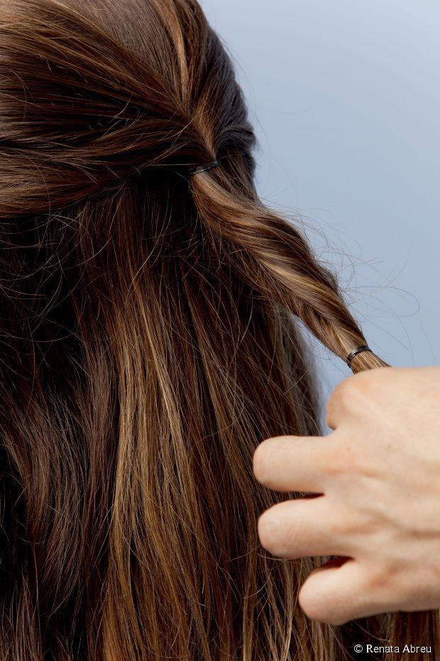 12 - Enrole os fios e molde até formar um torcidinho;