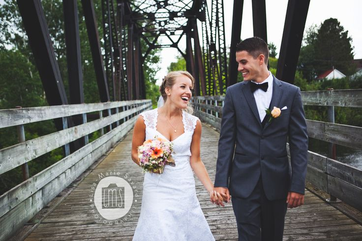Bride and groom walking and smiling on a bridge after first look. Montréal Saguenay Québec. Photo: Lisa-Marie Savard Photographie