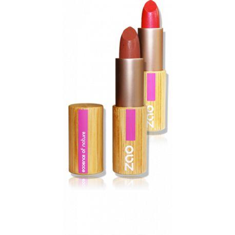Ce rouge à lèvres bio, de couleur prune, est idéal pour un sourire éblouissant!