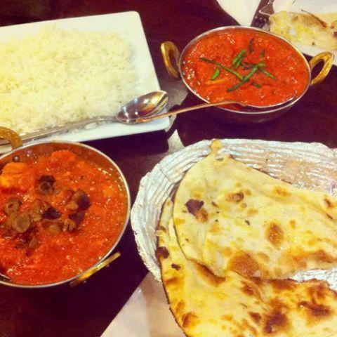 Przepyszne danie curry w aromatycznym sosie szefów naszej kuchni oraz chlebek #indyjski @ http://www.namasteindia.pl/  😉