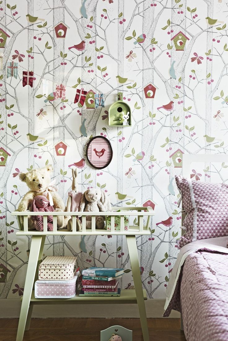 Обои для детской комнаты девочки (44 фото) : как сохранить детство и подчеркнуть стиль http://happymodern.ru/oboi-dlya-detskoj-komnaty-devochki-44-foto-kak-soxranit-detstvo-i-podcherknut-stil/ Фото 4 - Обои с природным мотивом отлично подойдут в комнату юной исследовательницы