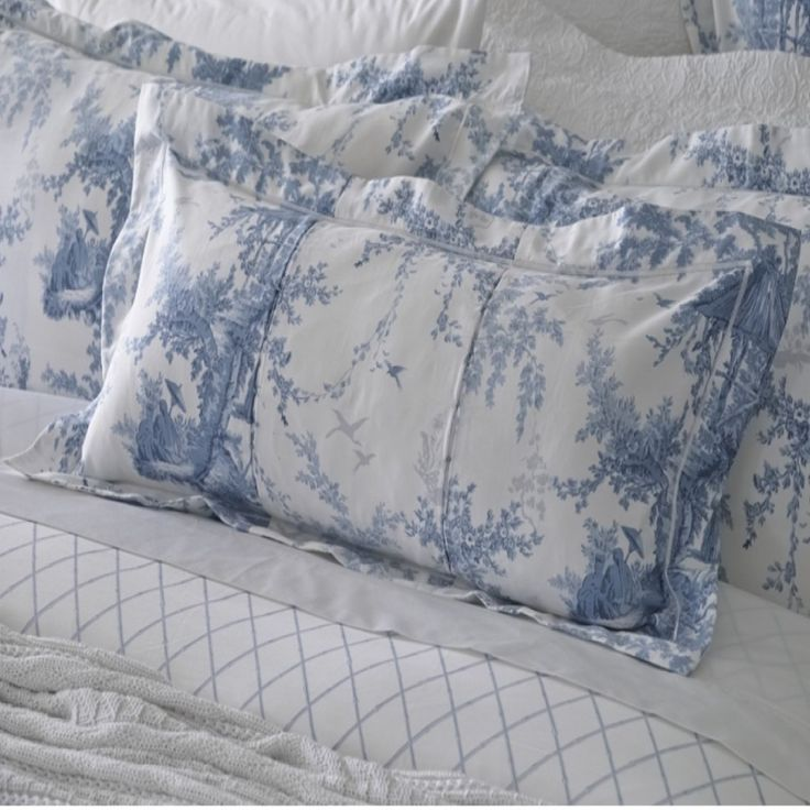 Sheridan Eastcott Lake Cotton Cushions are manufactured with comfort and quality in mind using beautifully soft cotton.