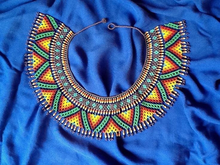 Precioso collar indígena.