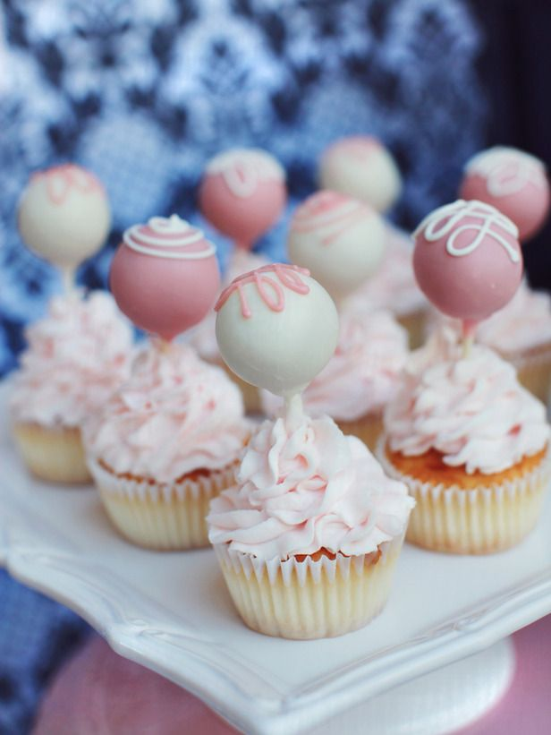 Cupcakes with pops