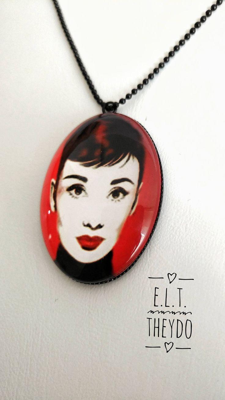 Audrey Hepburn Portrait Pendant, Photo glass Cabochon di ELTStore su Etsy