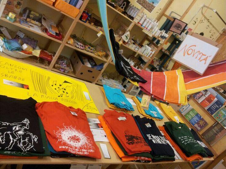 T-shirt oltre le sbarre