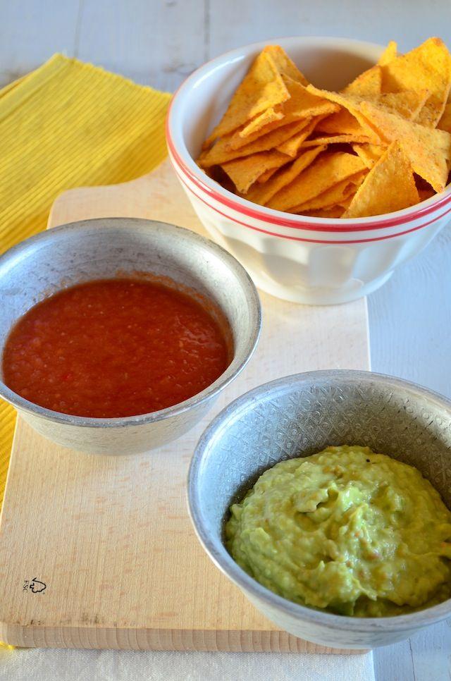 1 rijpe avocado 1 tomaat 1/2 uitje 1 teen knoflook 1/2 rode peper Sap van een 1/2 limoen 1/2 tl komijn of koriander