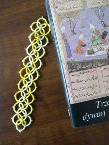 żółta frywolitkowa zakładka do książki