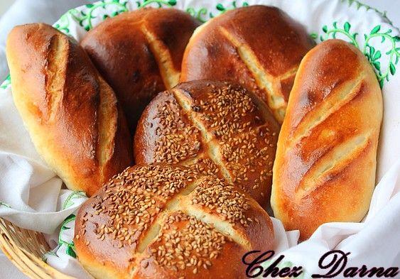 Encore une recette de pains,oui encore une,il faut dire que je n'achète jamais de pain,donc je boulangre tout le temps et change de recettes ou en découvre de nouvelles.. La recette d'aujourd'hui me vient d'un groupe sur Facebook ;je l'ai déjà fait plusieurs...