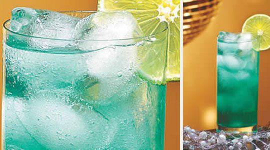 Ingredientes  4 pedras de gelo 20 ml de suco de limão 40 ml de gim soda limonada para completar 1 rodela de limão para decorar    Modo de Preparo Em um copo long drink