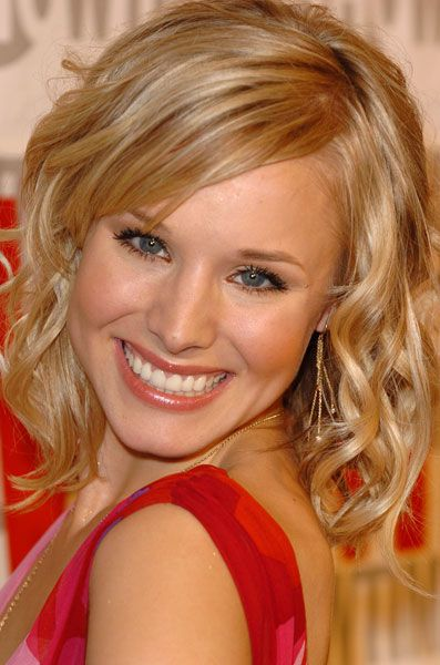 Beauty and Chic Hairstyle from Kristen Bell at The Party