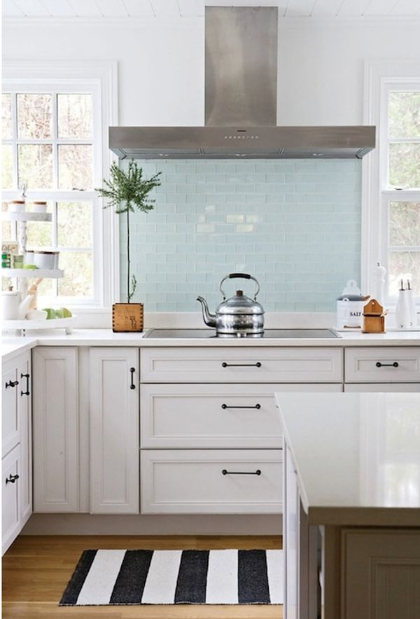 The glass splash back tiles are perfect here giving the kitchen a really light, summery feel