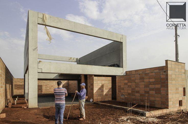 jardim vertical neorex : jardim vertical neorex:Em obras: residência utilizando elementos pré moldados de concreto e