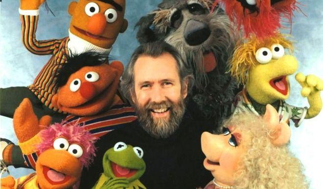 """""""Las ranas viven en apartamentos con muebles y televisión"""". En un sketch, Jim Henson, debajo de su marioneta predilecta, hablaba de cómo era ser un anfibio. La rana Gustavo -Kermit"""