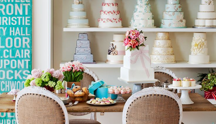 some day I really wish that I could have a bakery as gorgeous as this !