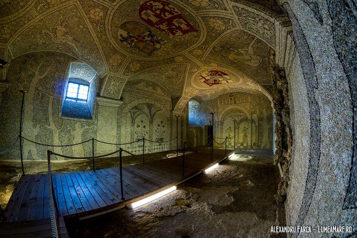 """Scloss Greinburg - Sala Terrena"""" sau """"Teatrul de Piatră"""". Pereții și plafonul sunt îmbrăcați complet cu un mozaic alcătuit din pietricele din Dunăre."""