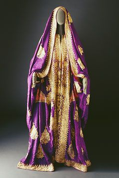 The Bani Sa'd tribe: Costumes - Mansoojat Foundation. Najd, Central Region and Eastern Region--thobe of fine Indian silk embroidered with sequins and gold thread. The sleeves are voluminous and are brought around to cover the head. I have got to get me one of these.