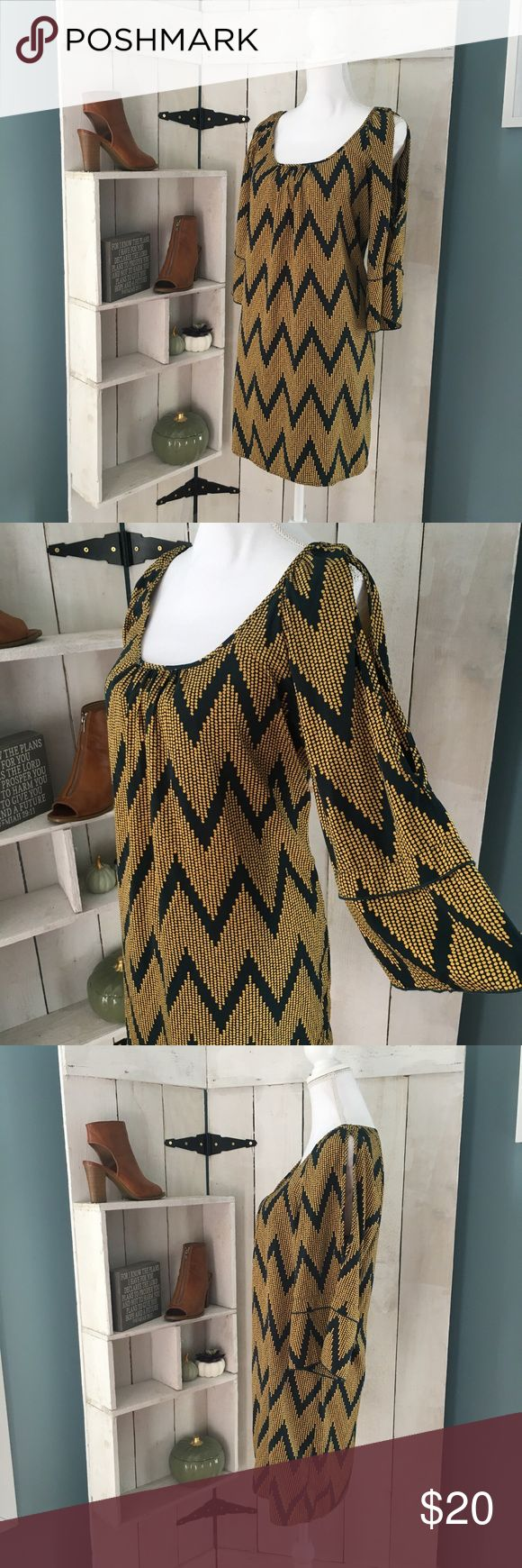 """GLAM split wide sleeve Aztec chevron print dress L GLAM split wide sleeve Aztec chevron print dress size L. Polyester material, scoop neck with rouching. 34"""" from shoulder to hem, 19.5"""" from pit to pit. Very comfy. Navy with golden polka dots comprising the print. GLAM Dresses"""