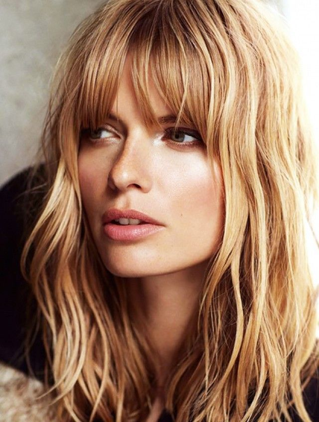If you don't have bangs, chances are you contemplate cutting fringe at least once a month. The grass is always greener, right? If, however, you've finally decided to take the plunge, don&r