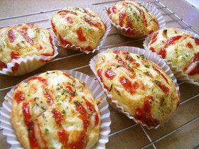 ホットケーキミックス 100g 玉ねぎ 1/2 ハム 2~3枚 卵 1個 水 または牛乳 大3 マヨネーズ 少々 ケチャップ 少々 パセリ 少々 粉チーズ 少