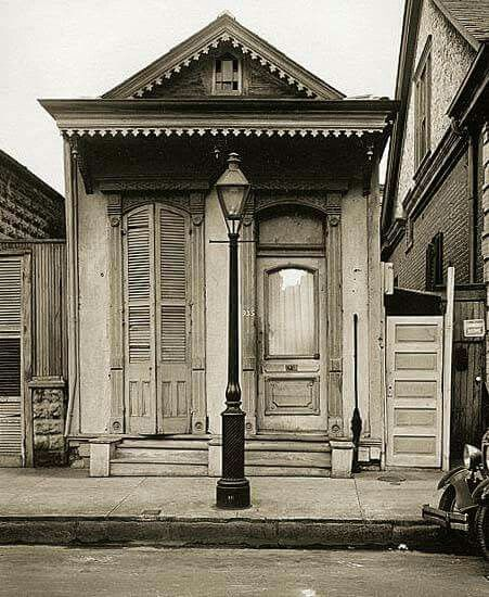 Old New Orleans - Shotgun house (1930's)