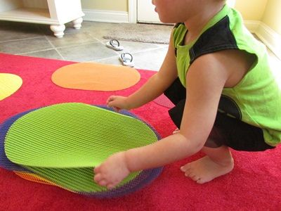 "placemats for ""spots"" on the carpet for circle time. Good idea that may help kids sit still on the carpet"