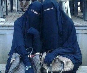 Muslimah sisters with hobo bags