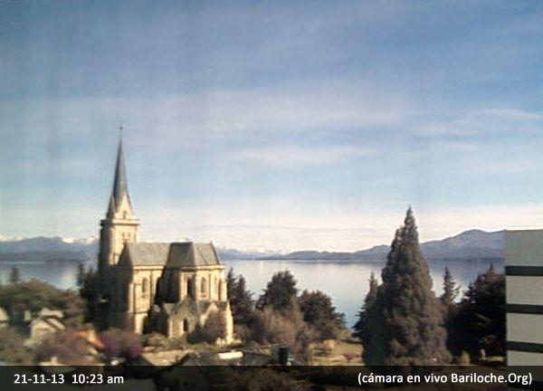 Otro día increíble en Bariloche! Así esta la mañana, la temperatura es de 15°, la máxima será de 24° ¿Quién viene?  Foto camara en vivo Bariloche: www.bariloche.org
