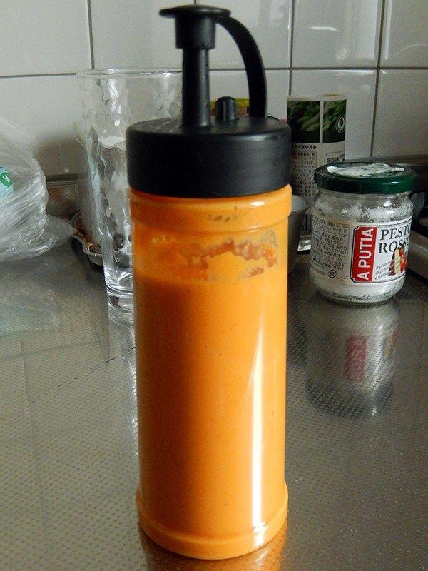 インド、ネパール料理店でオレンジ色のドレッシングを見たことはありませんか?なんだか作るのが難しそうなイメージがありますが、実は簡単に作れちゃいます。