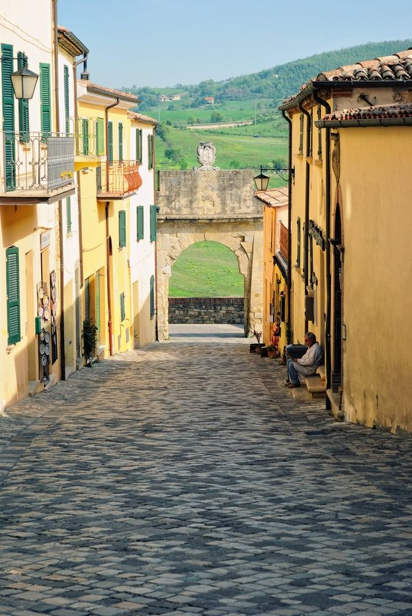 San Leo, Italy is on my upcoming #Romagnadiffusa itinerary. How cool!